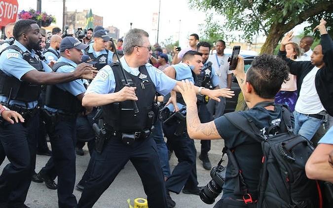 Bạo lực gia tăng tại Mỹ sau khi cảnh sát bắn chết một người da đen