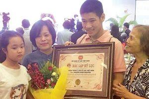 Từ một cậu bé tự kỉ trở thành kỉ lục gia tung bóng Việt Nam
