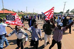 Dân Kenya hào hứng đón cựu Tổng thống Mỹ Obama về thăm quê