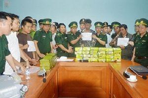 Nhóm đối tượng tuồn 52 bánh heroin vào Việt Nam như thế nào?