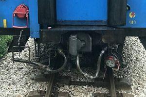 Tàu hỏa 'đứt đuôi' khi đang chạy trên đường sắt Bắc - Nam