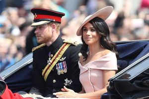 Meghan Markle 'phá cách' để trở thành biểu tượng thời trang Hoàng gia