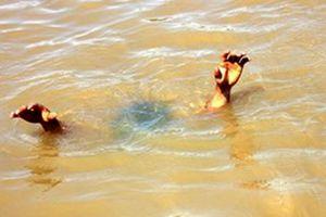 Tên cướp đạp 2 mẹ con rớt xuống kênh ở Sài Gòn