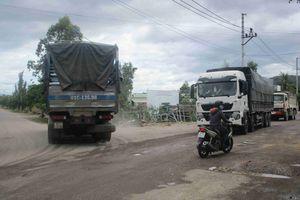 Bình Định: Dân bức xúc vì xe chở cát, đá, đất phục vụ công trình gây bụi