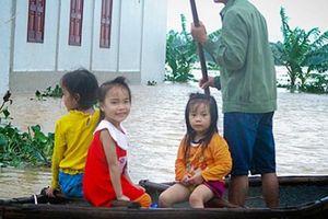 Hàng trăm hộ dân ở Nghệ An bị cô lập do lũ tràn về hậu bão số 3