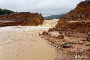 Yên Thành, Quỳnh Lưu vỡ đập, nhiều vùng bị chia cắt