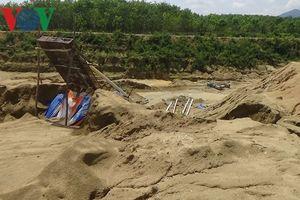 Dân tố khai thác cát trái phép bị đe dọa tính mạng