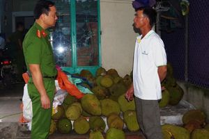 Hà Nam: Phát hiện cơ sở bơm hóa chất làm mít chín nhanh