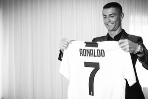 Ronaldo 'lật kèo' MU về Juventus: Sức mạnh của đồng tiền