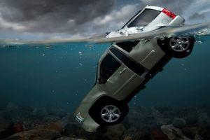 Nhân vụ Mercedes lao xuống sông Hồng: 5 bước thoát chết