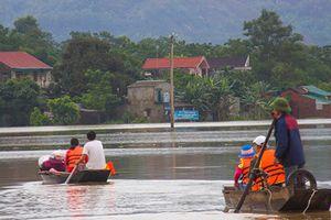 Hình ảnh mưa lũ gây thiệt hại đáng sợ từ miền Bắc vào miền Trung