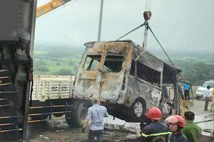Xe đầu kéo chết máy trên cao tốc trước khi xảy ra tai nạn 2 người chết