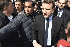 Tổng thống Pháp bị tố bao che vệ sĩ hành hung người biểu tình