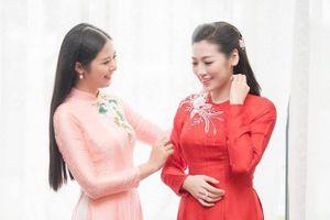 Hoa hậu Ngọc Hân tự may áo dài cưới tặng Á hậu Tú Anh