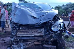 Ôtô tông 3 xe máy, 2 người tử vong