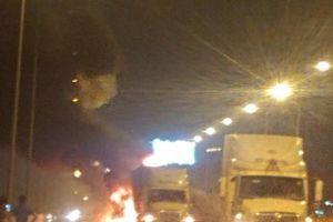 Xe khách vượt ẩu, tông đuôi xe container trên cao tốc