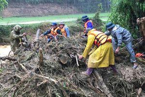 Thanh Hóa: Hơn 200 người đội mưa tìm kiếm nạn nhân vụ 4 người bị lũ cuốn