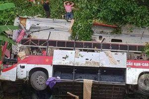 Xe khách lao xuống vực, ít nhất 4 người chết, 9 người bị thương