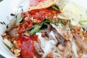Quán phở chua bán 5 tiếng mỗi ngày, khách 'check-in' ầm ầm ở Sài Gòn