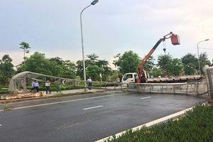 Vĩnh Phúc: Cổng chào kỷ niệm 20 năm đổ sập trong cơn dông