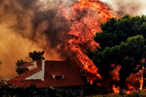 Cháy dữ dội ở Hy Lạp, 49 người thiệt mạng