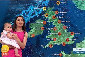 Nữ MC thời tiết 'cả gan' bế con 11 tháng tuổi dẫn chương trình
