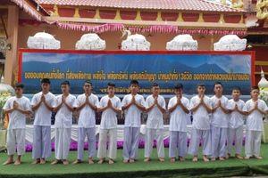 Đội bóng thiếu niên Thái Lan xuất gia để tưởng nhớ thợ lặn hi sinh