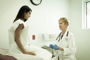 Phụ nữ làm gì để tự bảo vệ trước siêu khuẩn lây qua đường tình dục gây vô sinh?