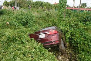Tiền Giang: Ôtô va chạm mạnh với xe máy khiến 2 người tử vong tại chỗ
