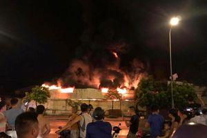 Hưng Yên: Chợ Gạo và nhà máy nhựa bốc cháy ngùn ngụt trong đêm
