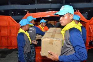 Nhiều nước tham gia cứu trợ đập vỡ ở Lào