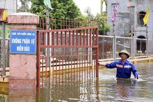 Nước lũ ngập nhà cửa tại Hà Nam, dân 9 tháng 'chạy loạn' 2 lần