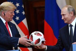 Quả bóng ông Putin trao cho ông Trump bị nghi chứa chip gián điệp