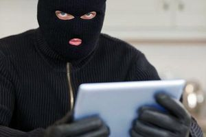 Trộm đánh thức chủ nhà giữa đêm để hỏi mật khẩu Wi-Fi