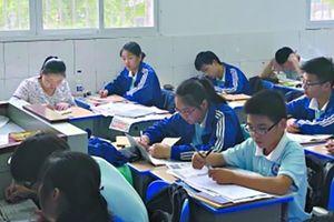 Phụ huynh Trung Quốc đến lớp giám sát con học suốt 3 năm