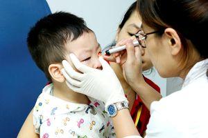 Nhiều trẻ nhỏ mất thị lực vĩnh viễn do không được chữa trị kịp thời
