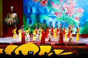 'Hà Tây quê lụa' vang lên trong Lễ kỷ niệm 10 năm sáp nhập về Hà Nội