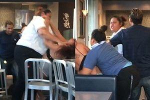 Xúc phạm nhân viên phục vụ cửa hàng thức ăn nhanh, thực khách bị đánh tuột cả áo