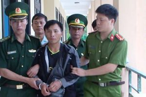 Lợi dụng mưa lũ ở Lào để phạm pháp
