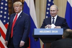 Ai chơi khăm trưng chân dung Putin vào chỗ của ông Trump?