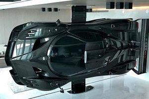 Dùng siêu xe triệu đô Pagani Zonda Revolucion làm tường ngăn