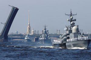 Diễu binh rầm rộ, Hải quân Nga lại phô bày điểm yếu?