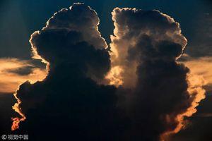 Đám mây đôi 'tình tứ' khiến người độc thân phải ghen tị