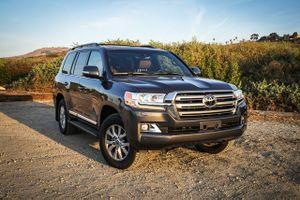 Top 10 xe SUV ngốn xăng, dầu khủng khiếp nhất trên thị trường