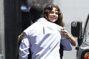 Selena Gomez giản dị xuống phố với phong cách thời trang rock 'n' roll