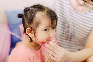 Tại sao con tôi liên tục bị viêm phổi?