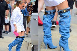 Jennifer Lopez gây thích thú với đôi boots hình chiếc quần jeans