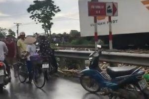 Lại xảy ra tai nạn tàu hỏa tông ô tô, 4 người bị thương nặng