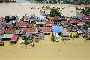Vạn dân khốn khó vì mưa lũ kéo dài
