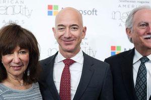Thương vụ đầu tư mạo hiểm lãi 12 triệu % của cha mẹ Jeff Bezos